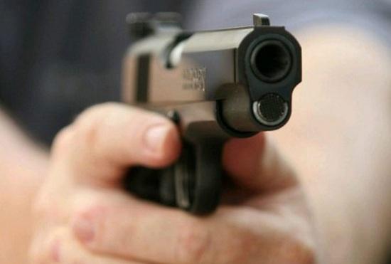 Mulher é baleada durante troca de tiros entre traficantes no RJ; estado de saúde é grave