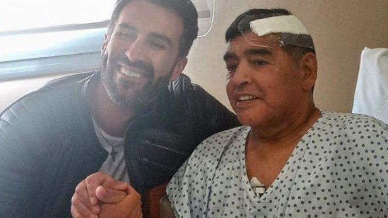 Maradona recebe alta, e médico posta primeira foto do craque após cirurgia no cérebro