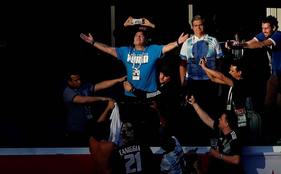 Maradona deixa marca de gênio polêmico na história do futebol
