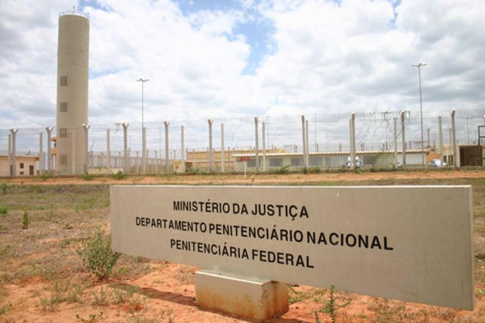 Advogados do RN são alvo de operação contra rede de informações a chefes do tráfico dentro de presídios federais