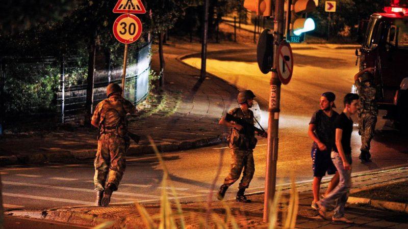 Justiça turca condena mais de 300 à prisão perpétua por tentativa de golpe em 2016