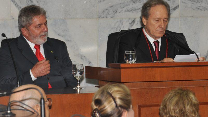 Defesa de Lula pede que Lewandowski tranque ações de instituto e sítio