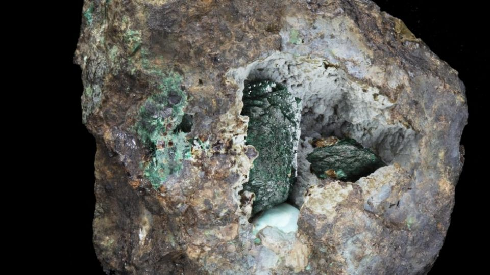 Inglaterra identifica novo mineral que era desconhecido no planeta