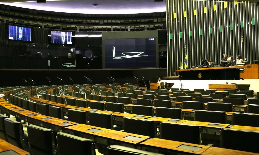 URGENTE: Câmara aprova em 2º turno PEC que retoma coligações para eleição de deputados e vereadores