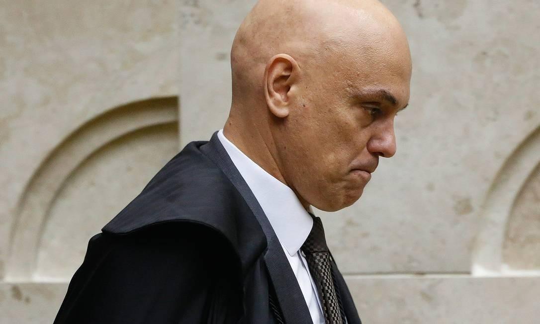 """Detenção de ex-conselheiro de Trump e prisões sob determinação de Moraes repercutem na mídia internacional: """"Um juiz da Suprema Corte tem a capacidade de prender pessoas"""""""