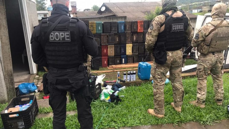 Assalto em Criciúma: Polícia encontra acionador de explosivo e roupas com sangue em casa no RS; mais dois suspeito são presos