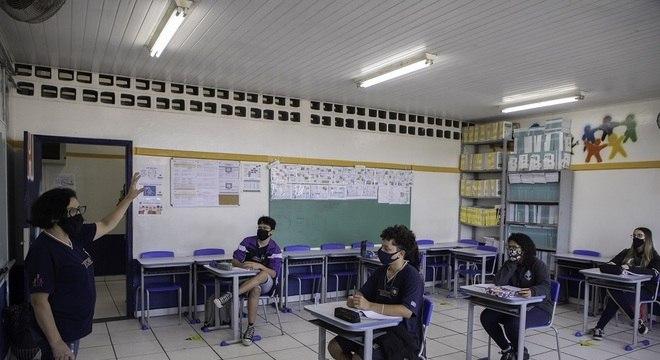 Aprovada urgência de projeto de lei que torna setor da Educação essencial