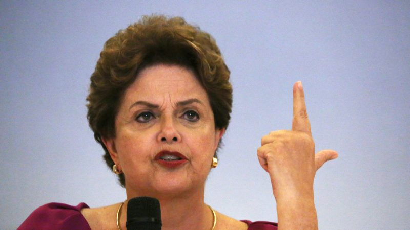 """Dilmou: Ex-presidente Dilma responde à internauta que diz ter saudades do tempo que o PT 'destruía sua vida'; """"voltaremos"""""""