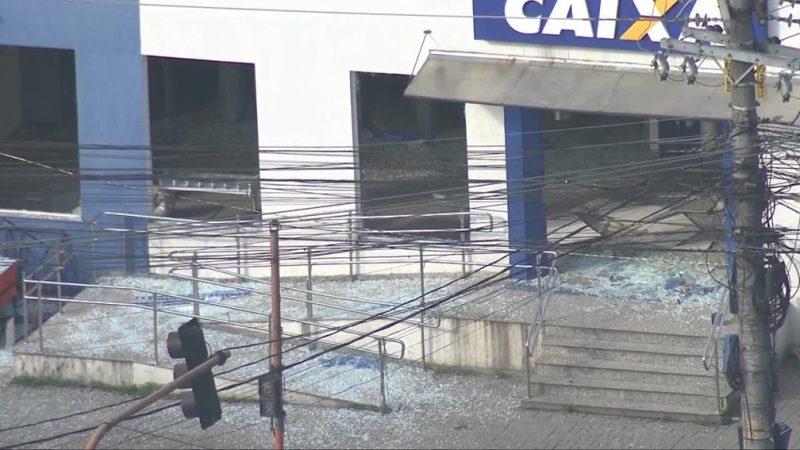 Virou moda: Bandidos explodem agência da Caixa Econômica Federal no RJ