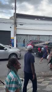 Carros que passam pela Cracolândia em São Paulo são atacados à luz do dia; VEJA O VÍDEO