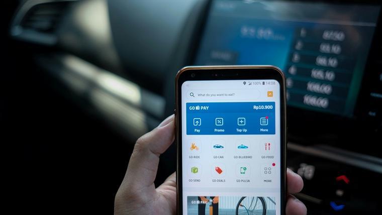 Governo e bancos vão ampliar oferta de serviços digitais, como pagamento de IPVA