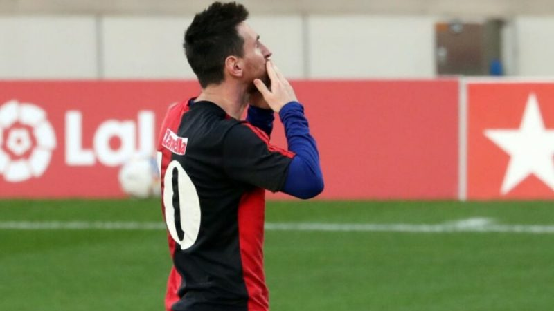 Messi recebe multa surreal por homenagear a Maradona