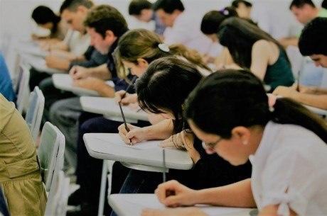 URGENTE: Ministério da Educação decide que universidades retomarão aulas presenciais em 1º de março