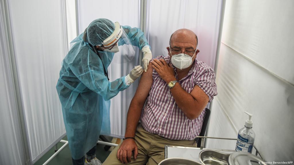 URGENTE: Peru suspende testes com vacina chinesa após voluntario ter dificuldade para mexer as pernas