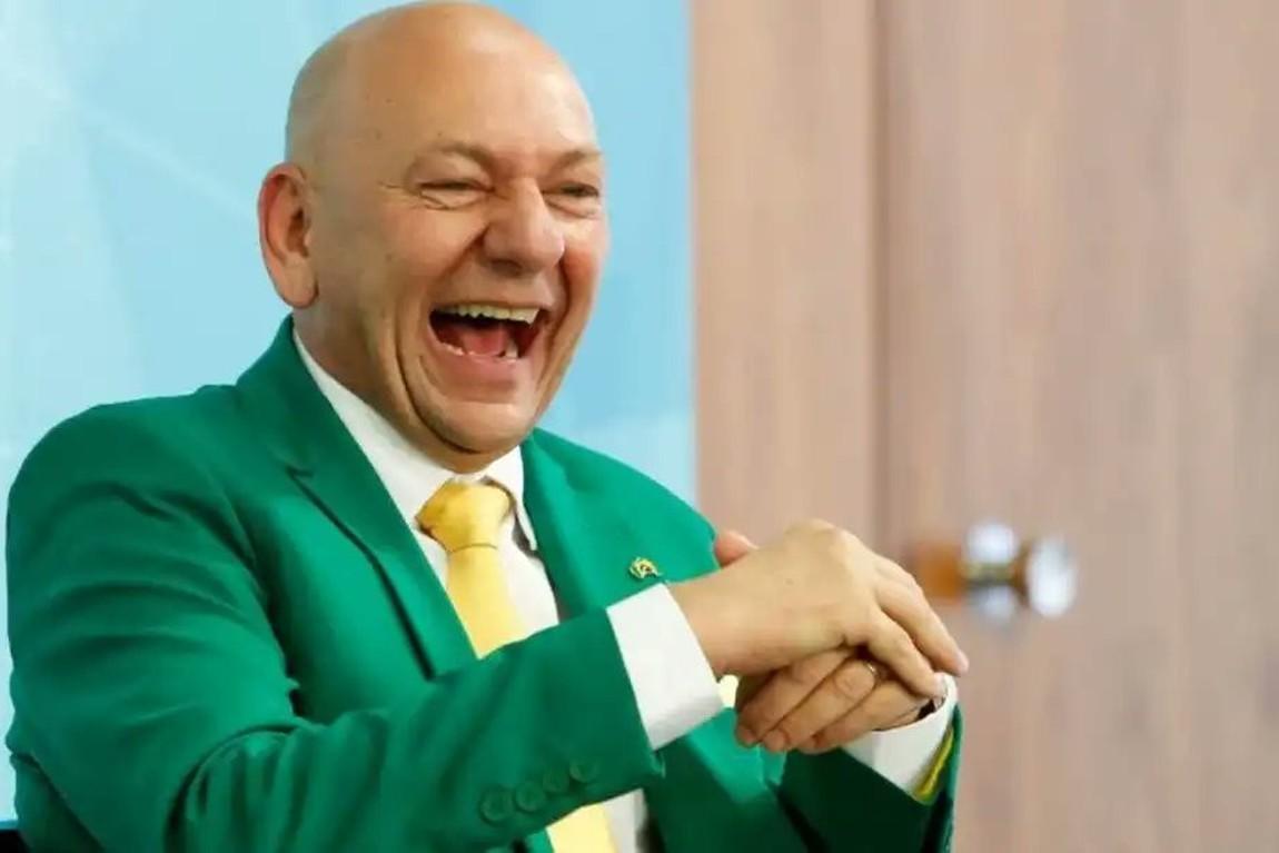 Folha de SP e jornalista terão que pagar R$ 100 mil de indenização para Luciano Hang por fake news sobre o empresário