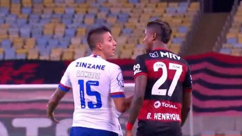"""BOMBA: Câmeras flagram jogador do Flamengo chamando atleta acusado de racismo de """"gringo de m…"""""""