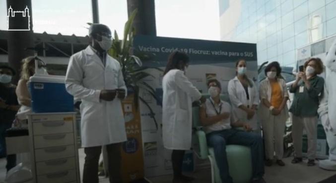 Infectologista é primeira pessoa a tomar a cobiçada vacina de Oxford no Brasil