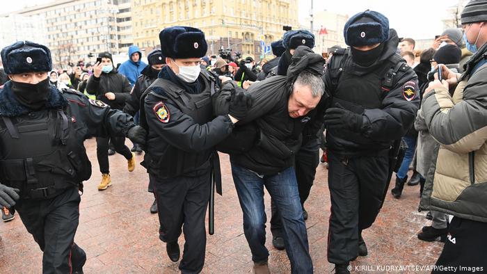 Centenas são presos na Rússia em protestos de apoio a Alexei Navalny