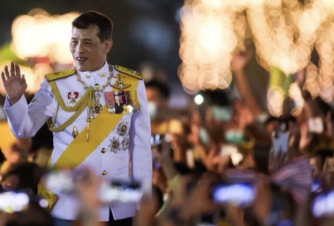 Justiça da Tailândia condena mulher a 43 anos de prisão por insulto ao rei