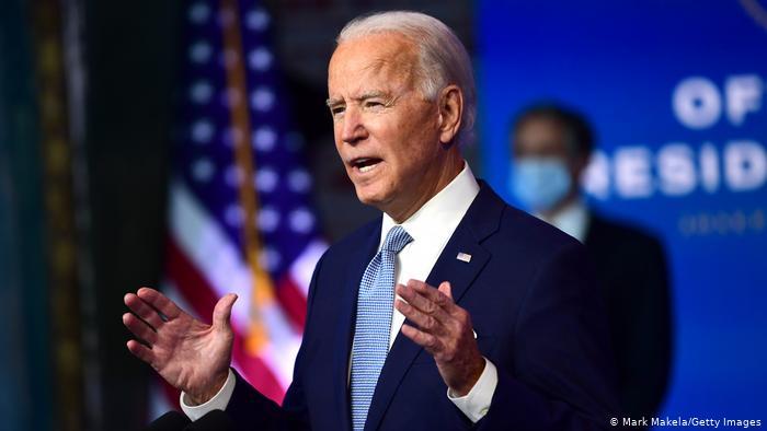 Ordem de Biden sobre direitos LGBT cita banheiro para crianças