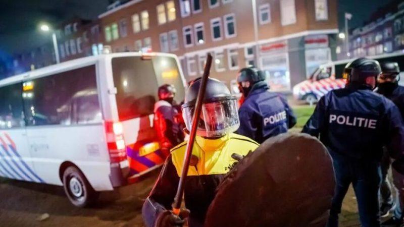 Holanda tem terceira noite de destruição em protestos contra toque de recolher