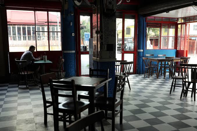 Cerca de 20 mil pessoas que trabalhavam em bares e restaurantes foram demitidas durante a pandemia no DF