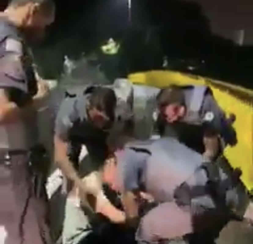Heróis: Policiais fazem resgate de homem que iria pular de ponte; VEJA VÍDEO