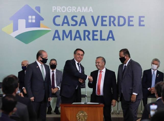 Bolsonaro sanciona projeto que institui o novo programa habitacional Casa Verde e Amarela