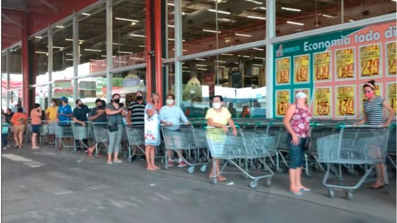 Com medo de eventual 'lockdown', população lota mercados de Manaus