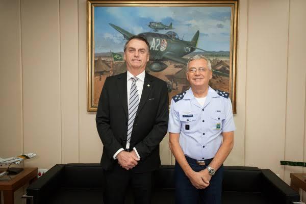 """Bolsonaro determinou a Aeronáutica transporte imediato das vacinas vindas da Índia a estados; """"Aeronáutica está pronta para servir"""""""