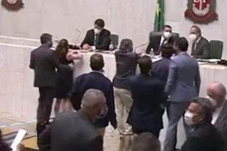 Conselho de Ética do Cidadania decide expulsar deputado que alisou seio de colega em SP