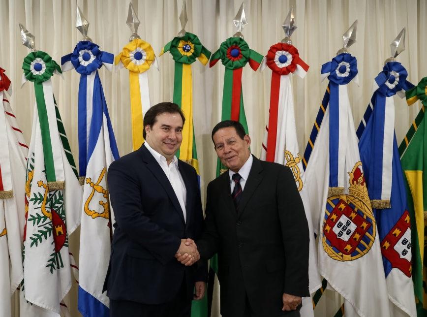 Vice-presidente Mourão disse ser fã da trajetória de Rodrigo Maia