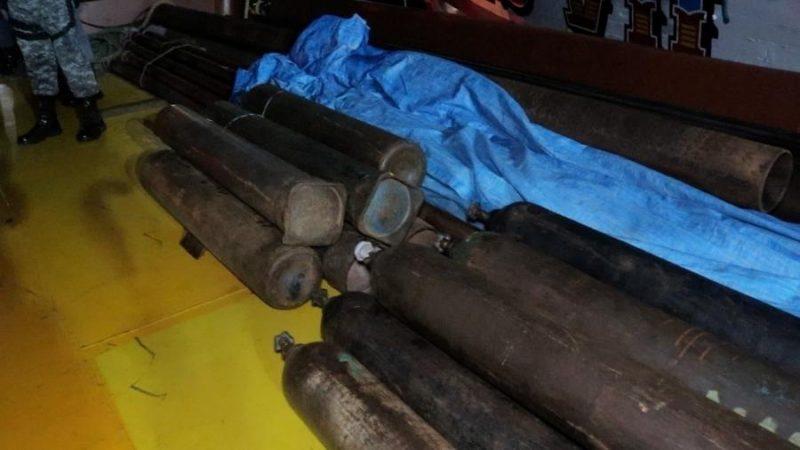 Amazonas: Polícia apreende 45 cilindros de oxigênio em barco