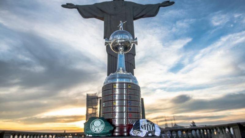 No Maracanã, Palmeiras e Santos decidem a Libertadores em final nostálgica