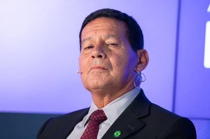 Planalto suspeita de conspiração pesada para derrubar Bolsonaro no caso do assessor de Mourão