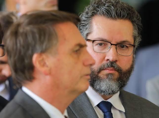 """Estrategista: Bolsonaro promete comprar a vacina Sputnik V e com isso abre canal diplomático com a Rússia; """"se a Anvisa aprovar eu compro"""""""
