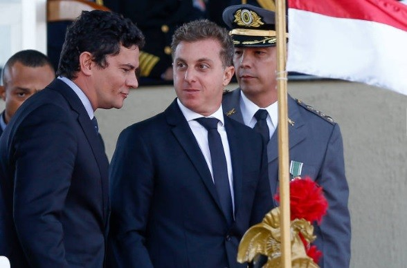 Luciano Huck já tem data para sair da Globo e disputar corrida presidencial