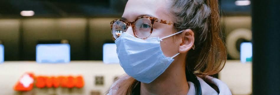 Óculos podem reduzir risco de contaminação pelo novo coronavírus, diz estudo