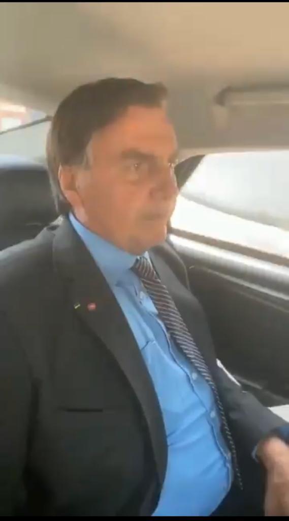 """Em vídeo, Bolsonaro explica situação dos combustíveis no Brasil ; """"quanto é o lucro dos postos?, é uma caixa preta"""""""