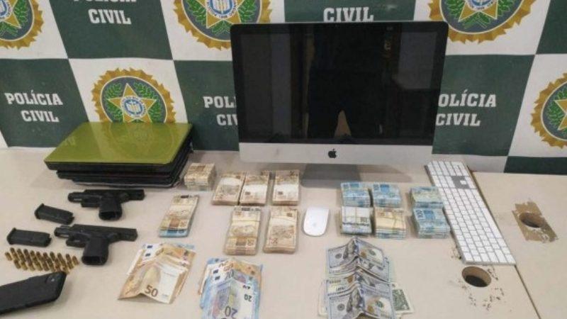 Polícia apreende armas e dinheiro na casa do cantor Belo