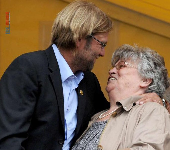 Mãe de técnico do Liverpool morre na Alemanha, mas treinador é impedido de ir ao funeral