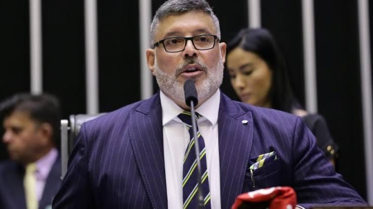 Candidato a presidência da câmara dos deputados, Alexandre Frota, leva vaia dos colegas por falar mal de Bolsonaro em discurso