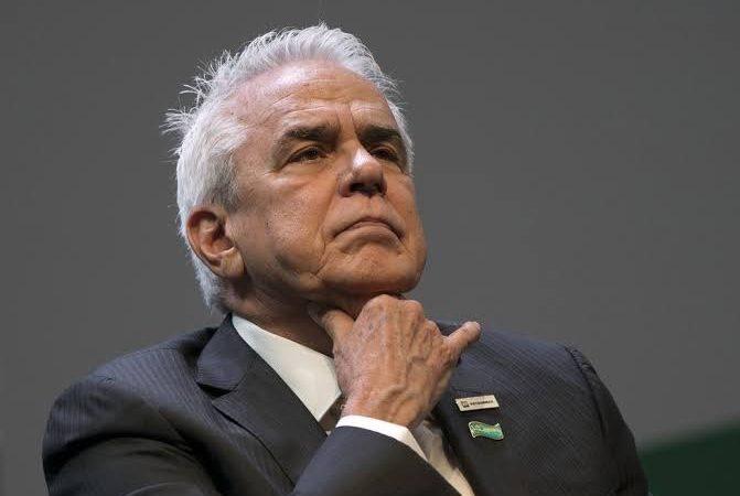 """Lucro da Petrobras de 60 bilhões mostrou que a empresa """"espremeu"""" o povo para dar dividendos a investidores"""