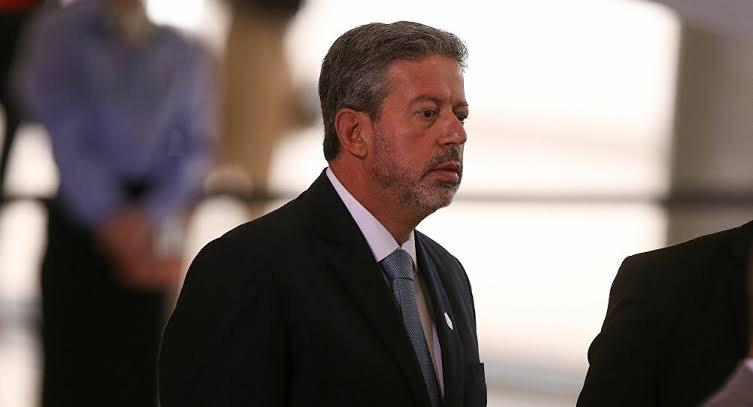 Câmara apanhou no caso Daniel Silveira por seguir caminho pavimentado pela imprensa e esquerda, mais uma vez câmara recua por pressão da imprensa e esquerda e decide não votar a PEC da imunidade