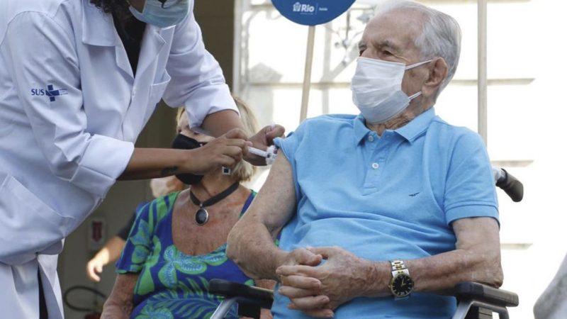 Brasil, Índia e Rússia disparam no ritmo de vacinação