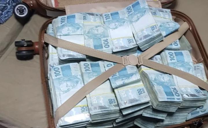 PF apreende mala com R$ 800 mil em fraudes no auxílio