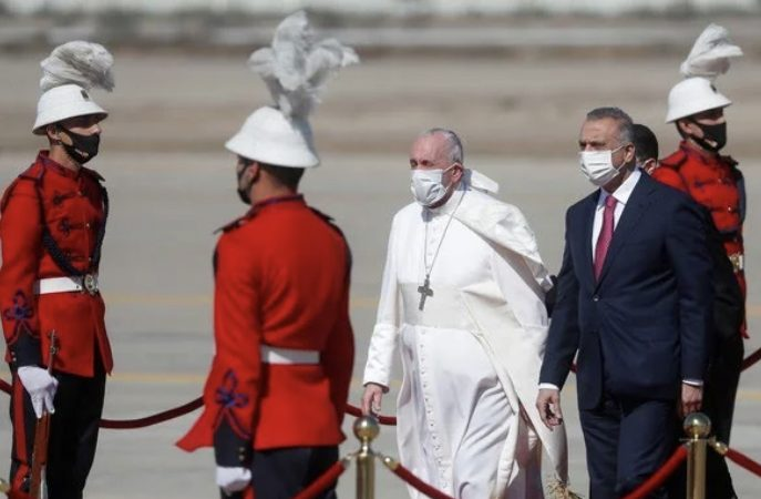 Papa Francisco chega ao Iraque para viagem histórica