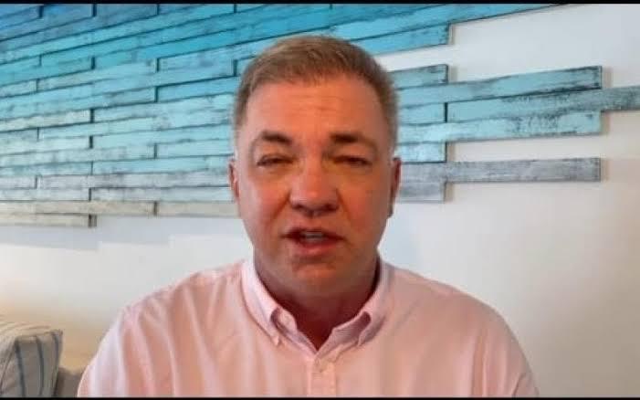 Prefeito de Florianópolis pede desculpas após decretar lockdown e ir para Cancún