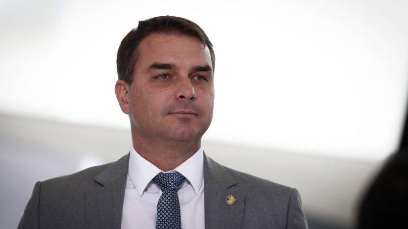 Assessoria rebate mentiras da imprensa e divulga que mais da metade do valor da mansão de Flávio Bolsonaro foi financiada em 30 anos; VEJA DOCUMENTO