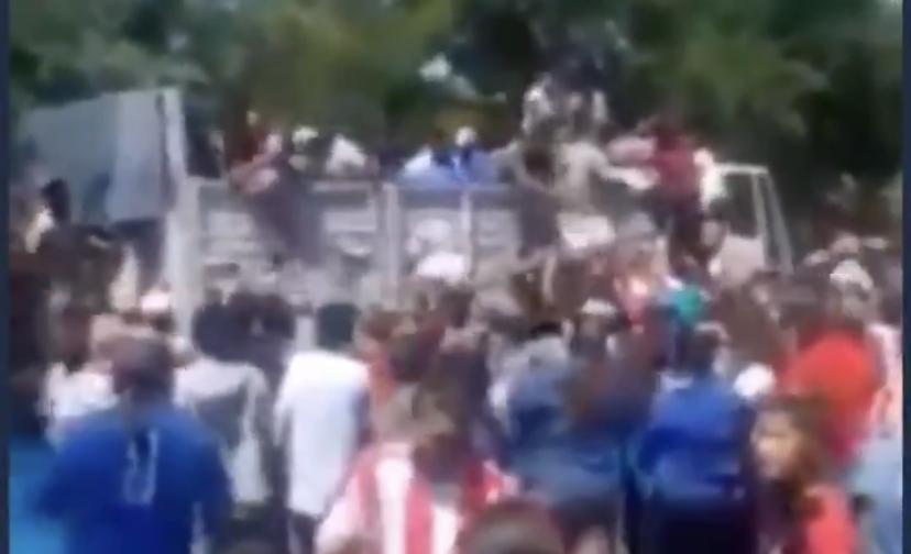 Desespero: Argentinos 'lutam' por comida em meio a empurrões e gritos; VEJA VÍDEO